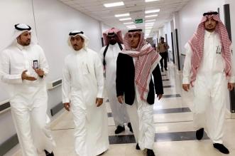 صور.. محافظ خميس مشيط يفاجئ مستشفى النساء والولادة بزيارة صباحية - المواطن