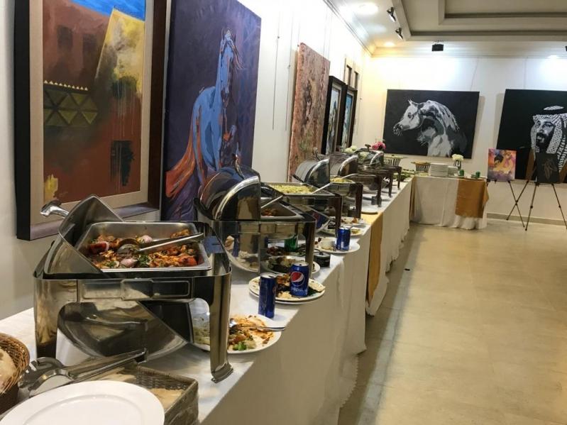 قصة صادمة في الباحة.. معرض عبير الغامدي يتحول لساحة طعام في يوم المرأة!