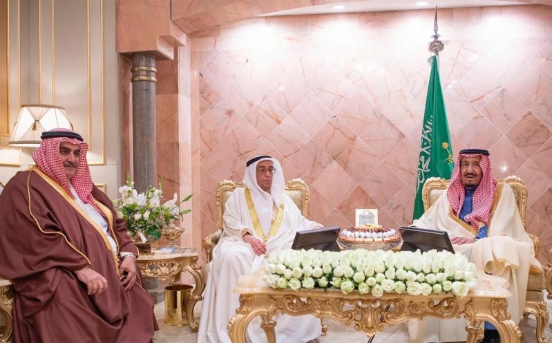 خادم الحرمين يستعرض العلاقات الثنائية مع نائب رئيس وزراء البحرين
