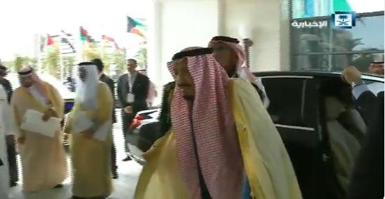 فيديو.. وصول الملك سلمان إلى مقر القمة العربية في تونس