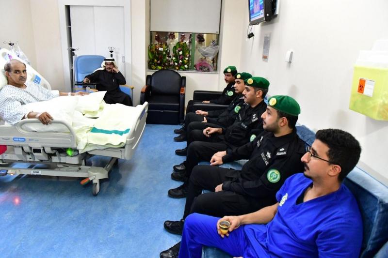 وفد من رئاسة الحرس الملكي يطمئن على صحة اللواء العتيبي - المواطن