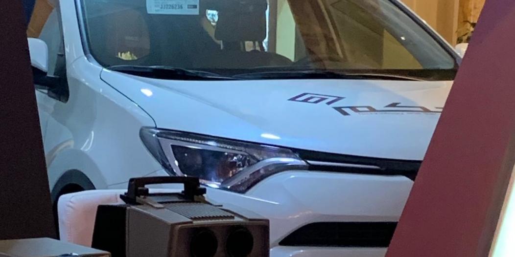 كاميرتان وأمر صوتي.. سيارة ذكية بتقنيات جديدة في مؤتمر السلامة المرورية
