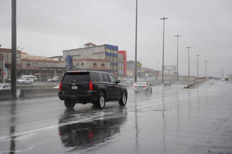 أمطار رعدية وغبار يحجب الرؤية في هذه المناطق.. غدا