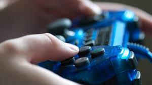 يستدرج الأطفال عبر الألعاب الإلكترونية للتحرش بهم! - المواطن