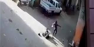فيديو.. لحظة سقوط فتاة داخل بلاعة وسط الطريق