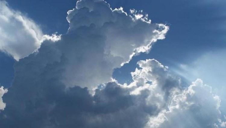 المسند يتوقع حالة مطرية تستمر 4 أيام ويحذر من خطورة سُحب المزن