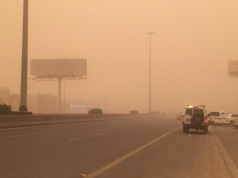رياح مثيرة للأتربة والغبار على منطقة نجران