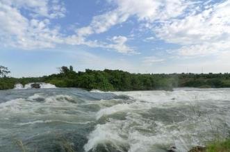 نهر يخرج عن مجراه الطبيعي في السودان ويقترب من الفيضان - المواطن
