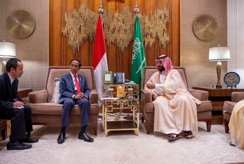 الأمير محمد بن سلمان يستعرض أوجه التعاون وتطورات الأوضاع مع الرئيس الإندونيسي