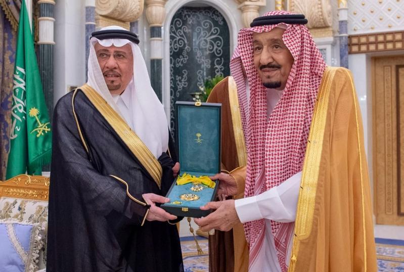 الملك سلمان يكرّم الدكتور نزار مدني
