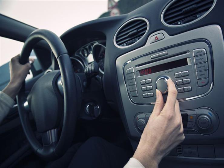 وسيلة لتحويل راديو السيارة العادي إلى رقمي