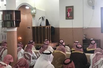 تركي بن طلال يصلي خلف إمام النماص ابن مجدوع بعد تماثله للشفاء - المواطن