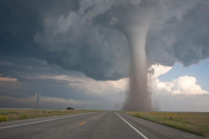 عواصف رعدية وأعاصير تهدد 118 مليون شخص في الولايات المتحدة