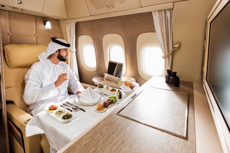 لأول مرة في الشرق الأوسط..طيران الإمارات تشغل البوينج 777 الجديدة إلى الرياض