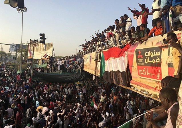 تجمع المهنيين السودانيين: ثورتنا لا تقبل نظرية المال تلتو ولا كتلتو