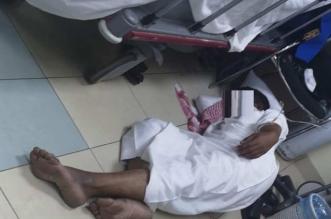 صحة جازان تعلّق على صورة المريض النائم على الأرض - المواطن