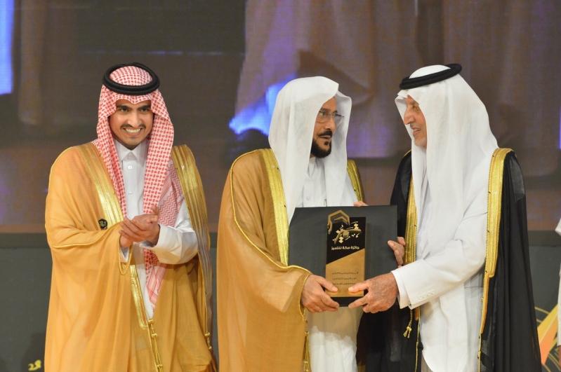 وزير الشؤون الإسلامية يشيد بدور خالد الفيصل في خدمة المنطقة وأهلها