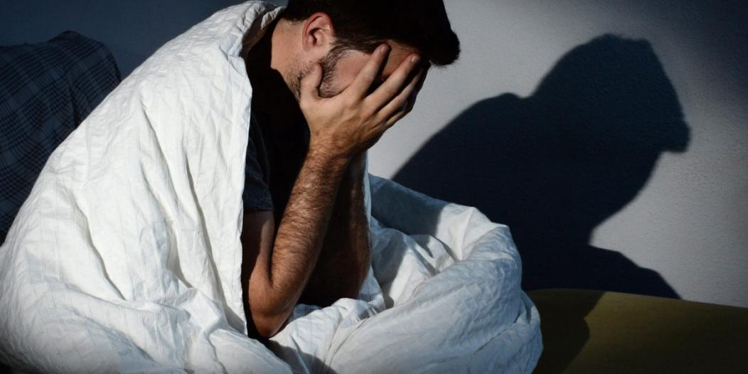 دراسة تكشف العلاقة بين النوم والقلق.. هذا أفضل علاج