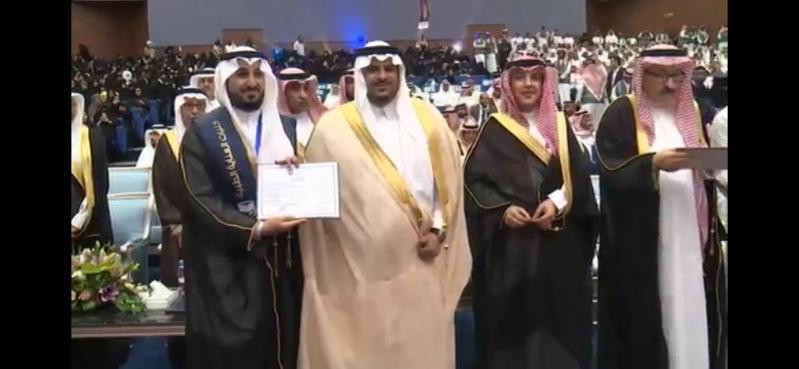 صور.. نائب أمير الرياض يزف خريجي كليات العناية الطبية