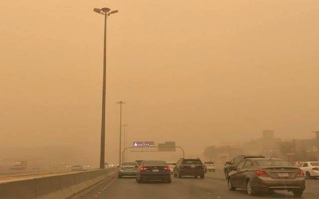 أمطار رعدية وغبار يحد الرؤية على نجران
