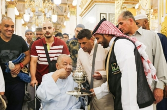 لقطات من أعمال تبخير المسجد النبوي وتطييب زُواره - المواطن