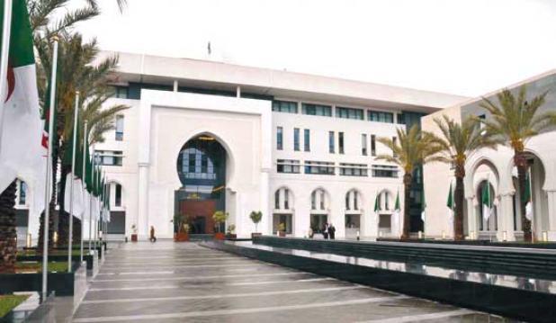 الجزائر تدعو لتفادي التصعيد وتدين الهجوم على معملي أرامكو