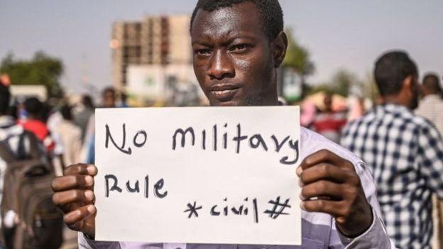 السودان تداعب حلم التغيير بعد التخلّص من الإخوان