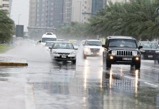 8 نصائح لقائدي السيارات أثناء هطول الأمطار - المواطن