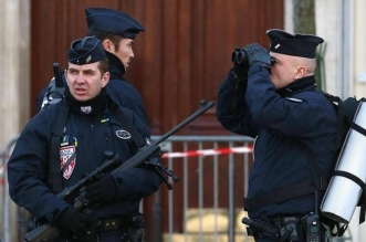 البراغيث تستدعي وزير داخلية فرنسا - المواطن