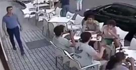 فيديو مروع للحظة سقوط كتلة خرسانية على شباب