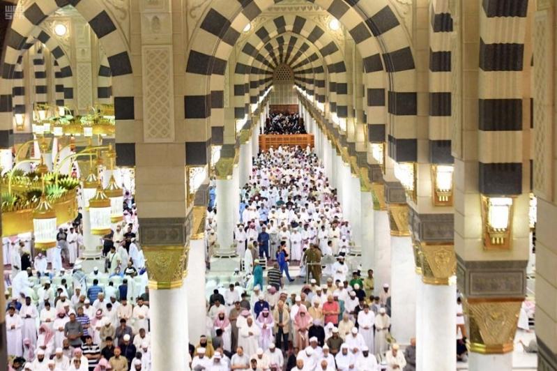 خطيب المسجد النبوي : دجل الكهنة والسحرة والعرافين والمشعوذين اختبار للإيمان