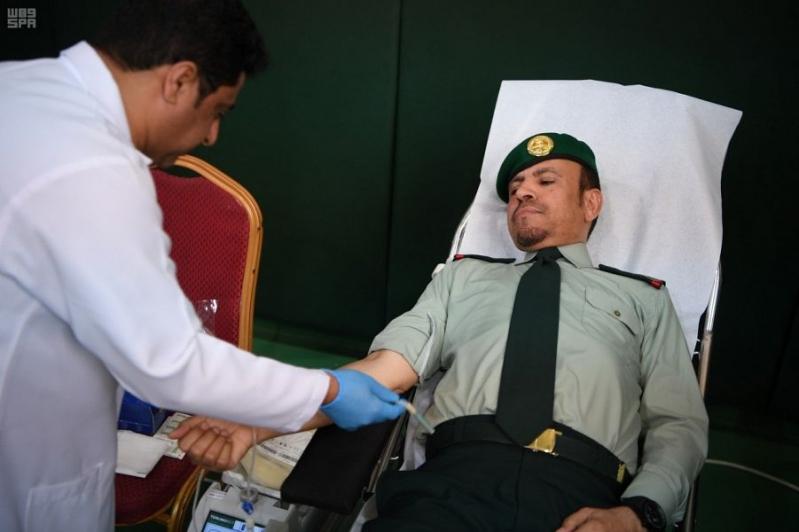 رئيس الحرس الملكي يدشن حملة للتبرع بالدم والتثقيف الصحي