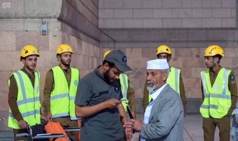 صورة مُشرفة لرجال أمن المسجد النبوي في التعامل الإنساني - المواطن