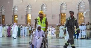صورة مُشرفة لرجال أمن المسجد النبوي في التعامل الإنساني