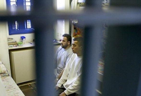 المسلمون بلا طعام أو قرآن في سجون كندا