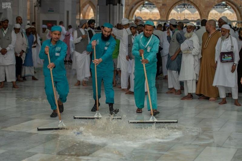 حشد أكثر من 2000 عامل وعاملة وقت هطول الأمطار على المسجد الحرام