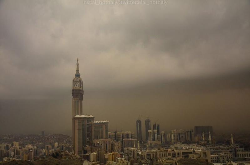 موجة غبار تضرب محافظات مكة حتى السابعة مساء