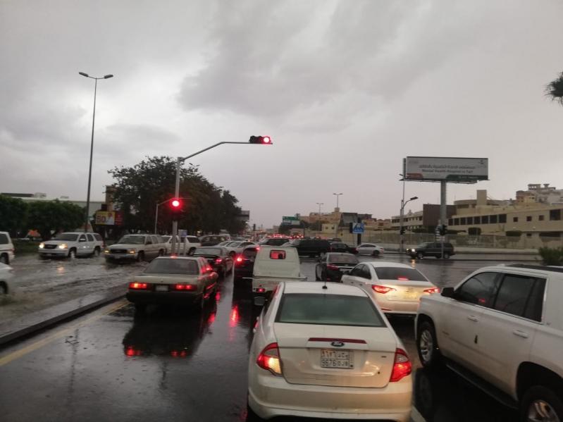 أمطار رعدية على الطائف وميسان والمدني يحذر