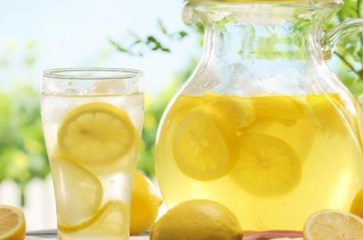 7 فوائد لتناول عصير الليمون في رمضان - المواطن