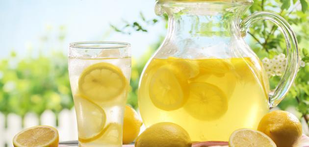 أيهما أفضل عصير الليمون الساخن أم البارد؟