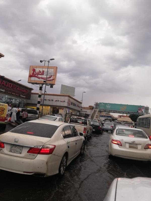 فيديو وصور.. أمطار وسيول كلاخ الطائف تحتجز الأهالي وتجرف المركبات