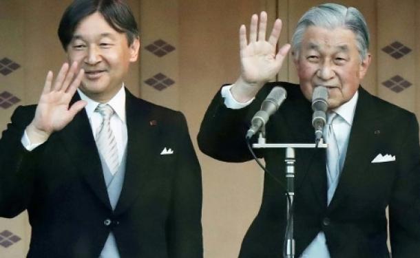 إمبراطور اليابان يعزف الفيولا ويعشق الركض والتسلق