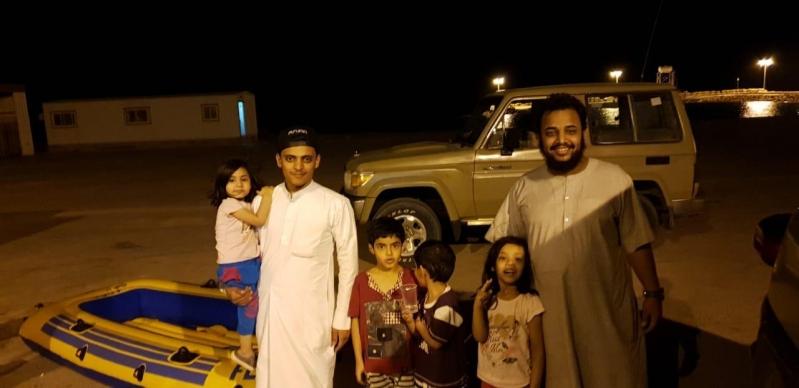 حرس الحدود في تبوك ينقذ 4 أطفال جرفهم الموج في حقل