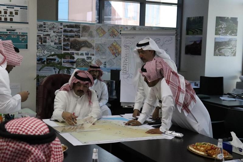 أمانة عسير توقع عقداً لتأهيل وتطوير القرى التراثية