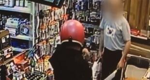 فيديو.. لص غبي يحاول سرقة متجر بسكين بلاستيك