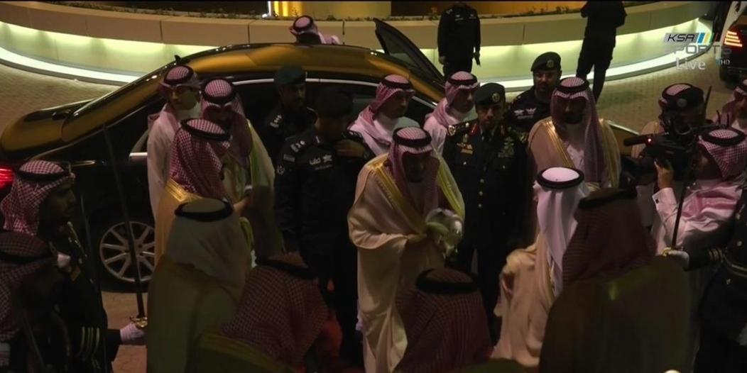 شاهد بالصور والفيديو .. الملك سلمان يصل إلى استاد الملك فهد الدولي