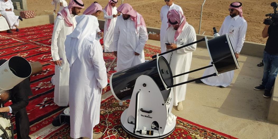 مراصد المملكة والمتراؤون يستعدون لرصد هلال شهر رمضان غدًا