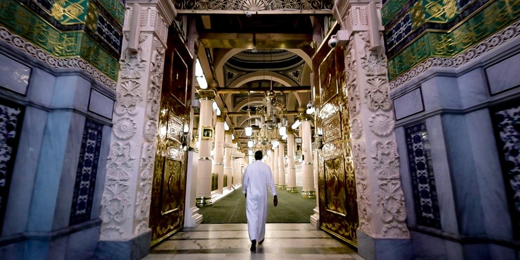 أحمد الشقيري في رحلة استكشاف للمدينة المنورة ضمن فيلم وثائقي