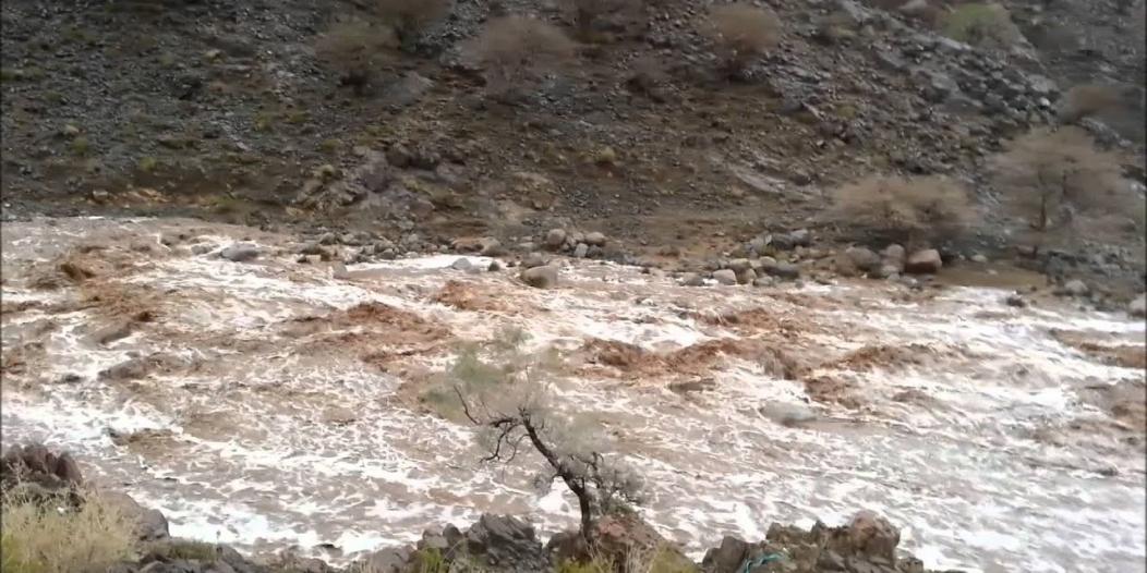 العثور على جثة رجل وزوجته جرفتهما سيول وادي عورش بميسان