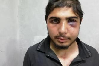 ضابط تركي يعتدي على صحفي سوري بالسلاسل - المواطن